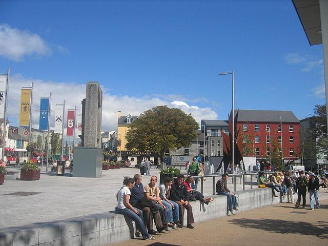 640px-An_Fhaiche_Mhór,_Gaillimh_-_Eyre_Square,_Galway